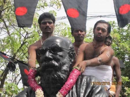 Ranganathan garlandinf EVR statue