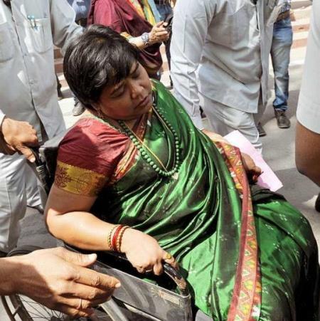 Vasanthi-stanley-DMK-fainted