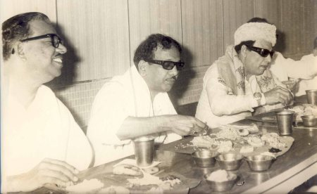 nedunchezhiyan_karunanidhi_mgr-eating-together