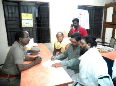 போலிசிடம் புகார் - seythikal.com photo