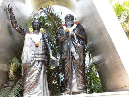 Statues of Anna and Periyar near Tirupur railway station spotted with garlands put by Dravidar Viduthalai Kazhagam 15-03-2014